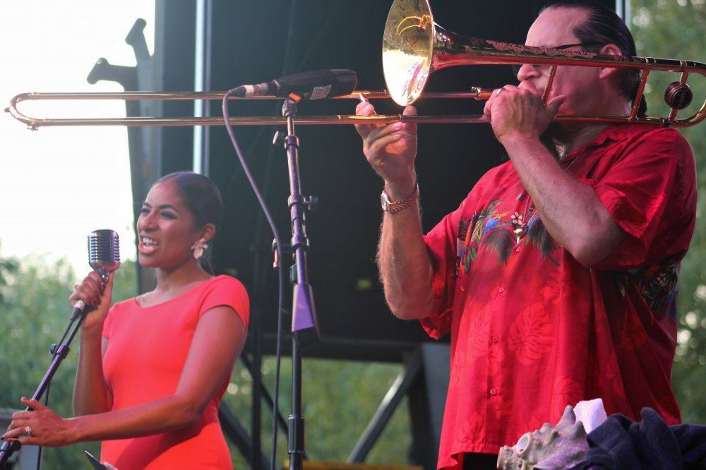 <p>Andromeda (left) and Steve Turre</p>