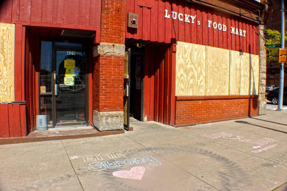 <p>Lucky's Food Mart on State Street. Photo by Nick Warren.</p>